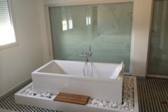 baignoire-ilot-dans-chambre-parental